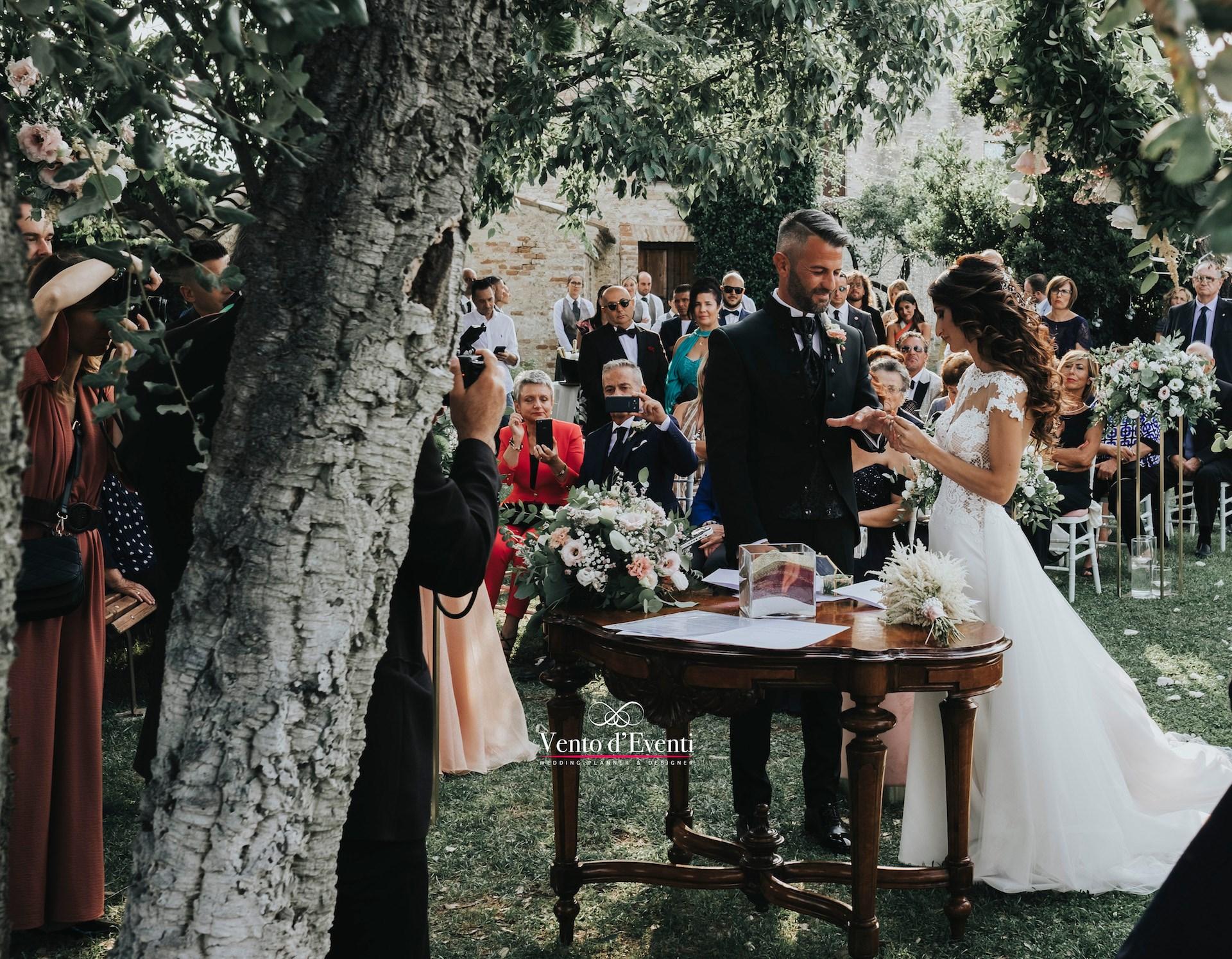 """Federica e Lorenzo: un matrimonio in Abruzzo """"a lume di led"""""""
